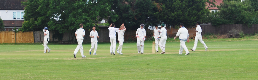 Isleworth & Syon 1st XI Battle Hard Against MCC